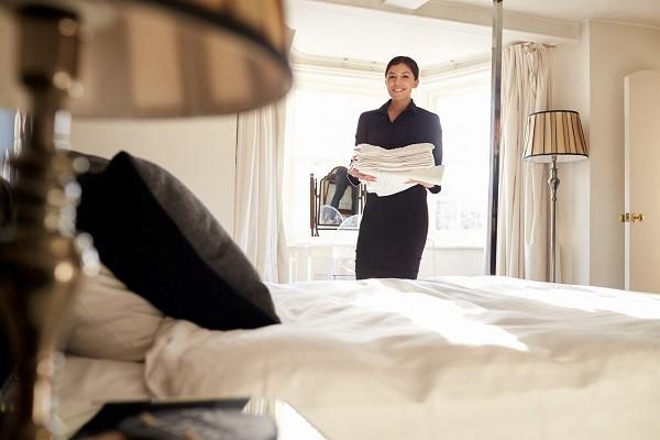 Nhân viên buồng phòng và quy trình dọn phòng khách sạn