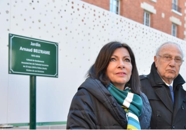 """Polémique : Une plaque en hommage à Arnaud Beltrame estime qu'il a été """"victime de son héroïsme"""""""