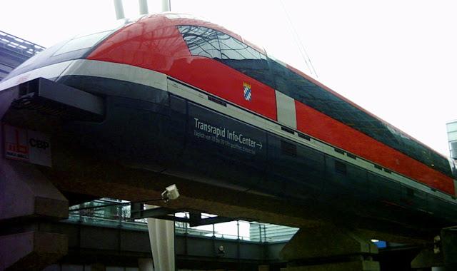 Gambar Kereta Maglev di Jerman Warna Merah