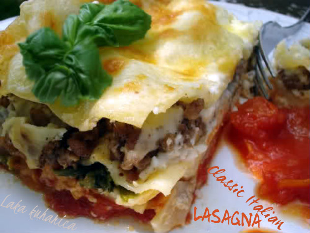 Laka kuharica: Classic Italian lasagna. This cheesy, meaty and saucy lasagna guarantees that every single bite that you take is just perfect.