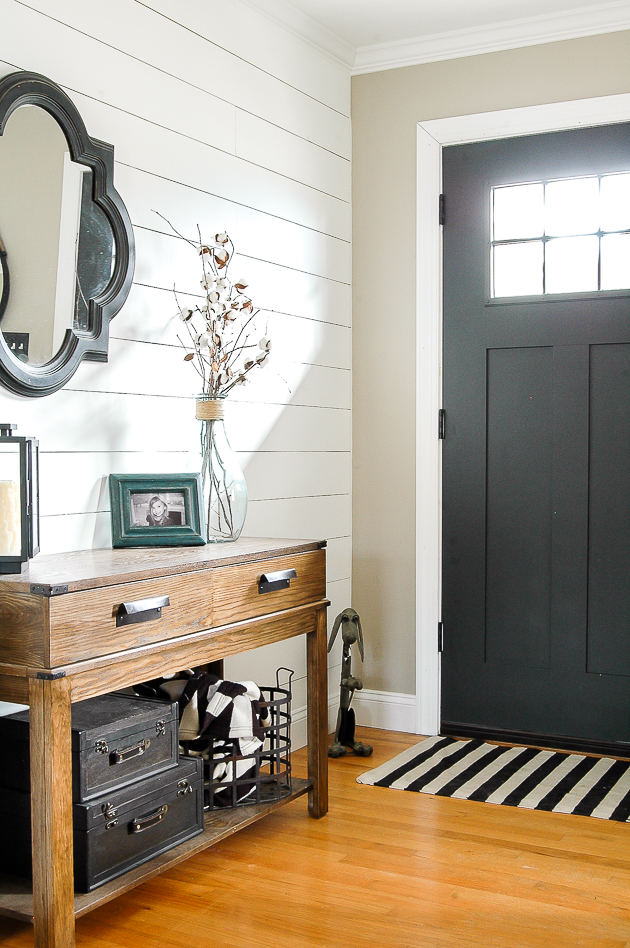 Using a mirror in the entryway