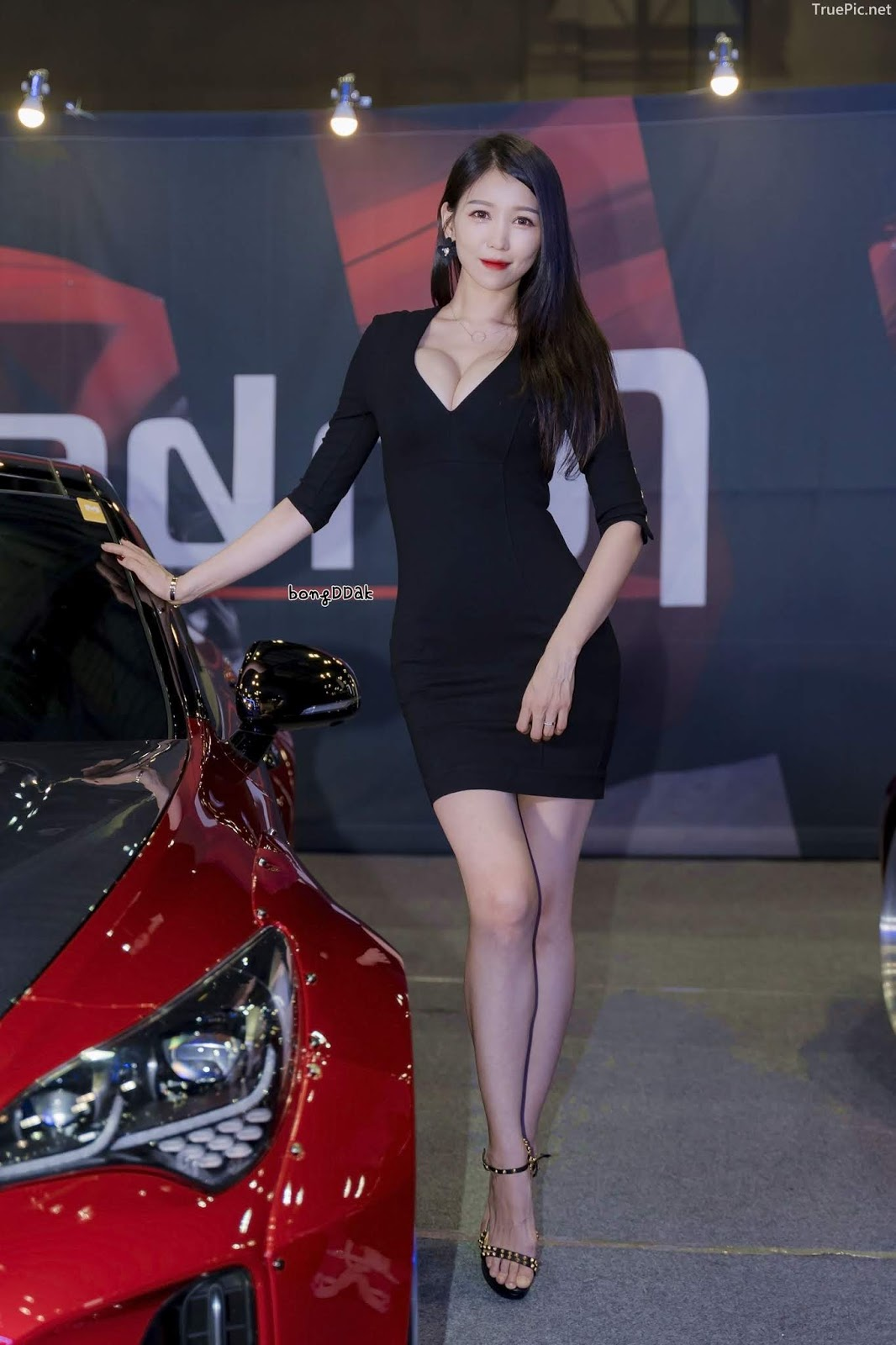 Korean Racing Model - Lee Eunhye - Seoul Auto Salon 2019 - Picture 1