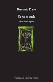 Portada del poemario 'Ya no es tarde' de Benjamín Prado. Sobre fondo negro, el garabato de un reloj de arena lleno de letras y números.