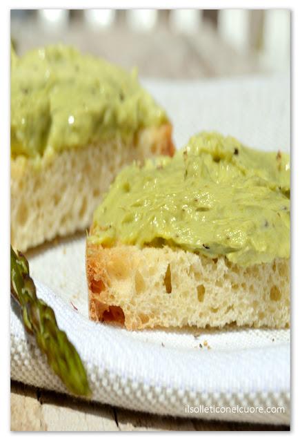 crema-di-asparagi-su-bruschette