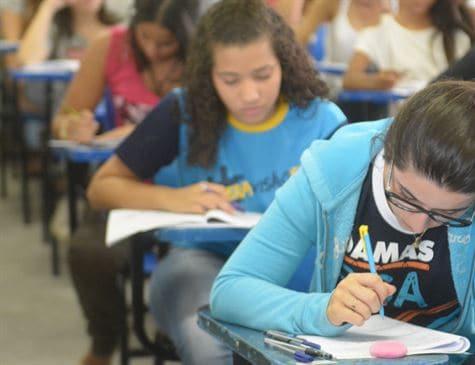 Bolsonaro fala em reavaliar escola de tempo integral e reforma do ensino médio