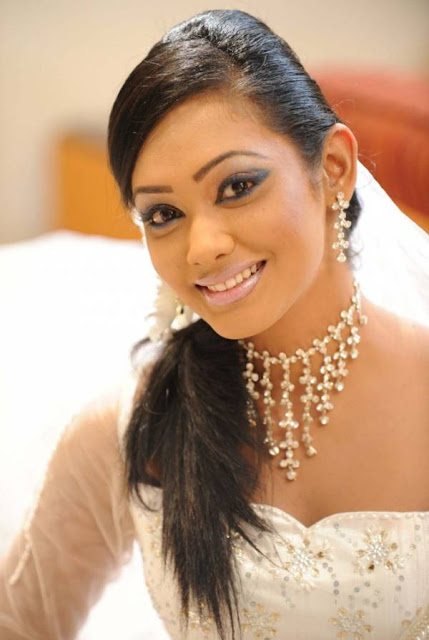 yureni noshika in sri lankan country bridal dress actress pics