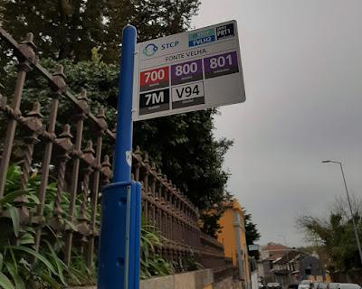 números dos autocarros na paragem