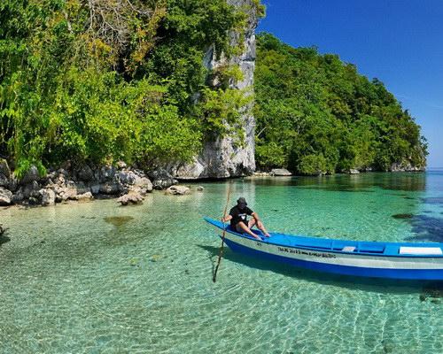 Travel.Tinuku.com Ora beach on Seram island quiet haven white sand to snorkel on reefs and beautiful high cliffs