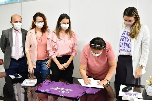 Torna-se lei projeto de Cristiane que cria campanha contra violência doméstica