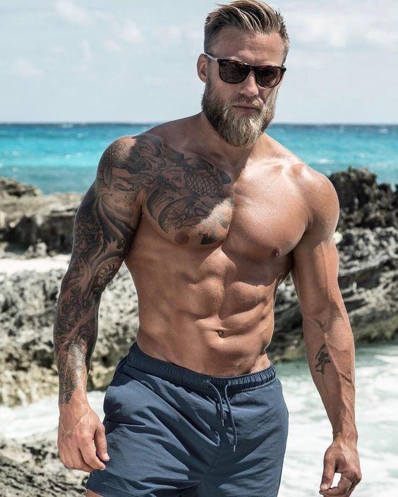 hot-bearded-men-muscular-shirtless-tattoo-body-sunglasses-daddy