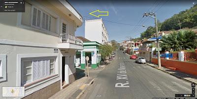 Após passar pela sede do Clube XV de Agosto, vira-se à esquerda na segunda esquina, na Rua José Bonifácio.