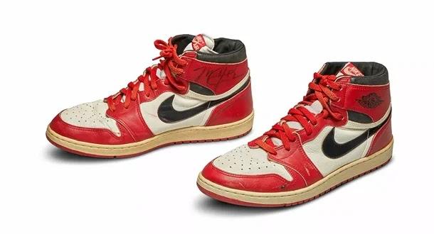 ما قصة الحذاء الذي حطم الرقم القياسي لمزادات الأحذية الرياضية وبيع بسعر خرافي؟