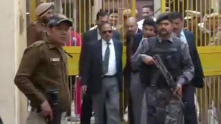 Delhi Violence: हिंसाग्रस्त इलाकों की गलियों में NSA डोभाल, लोगों से कहा- सबको मिलकर रहना है