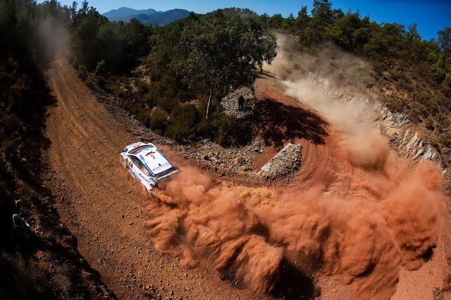 Ford fiesta rally car kicking up dust during Rally Turkey 2020