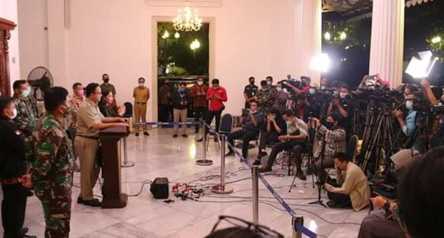 AJI Kecam Konferensi Pers Tatap Muka Anies Saat Umumkan PSBB di Balai Kota