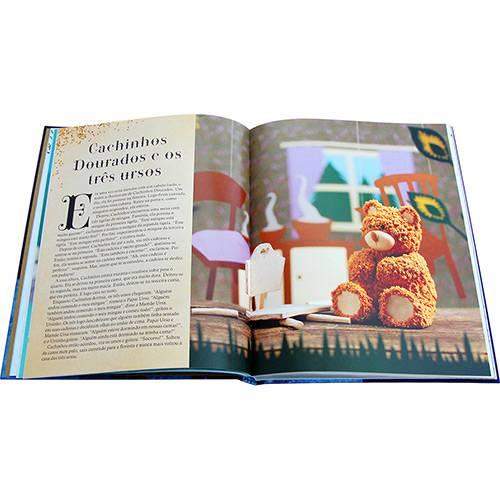 Livro com receitas de bolos inspirados em contos de fadas