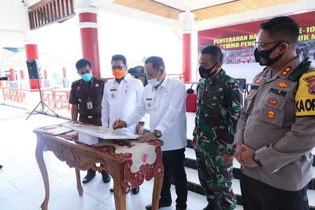 Dandim 0421/LS Serahkan Hasil TMMD ke-108 Kepada Bupati Lampung Selatan