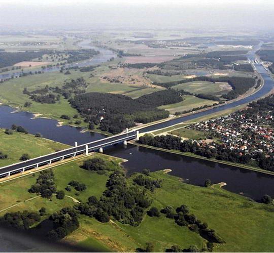 magdeburg water bridge5%255B2%255D Magdeburg Water Bridge, Kemegahan Sungai di Atas Sungai