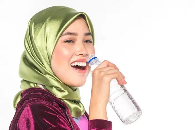Cara Agar Suara Bagus - Cukupi Kebutuhan Air