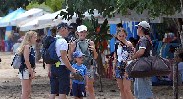 Strategi Pemerintah Tingkatkan Kunjungan Turis Domestik Saat New Normal