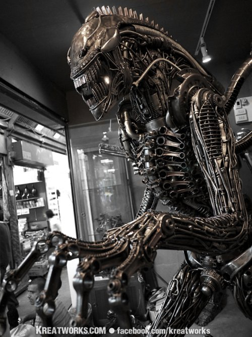 Kreatworks arte esculturas de metal lixo reciclado ferro-velho steampunk aliens predador exterminador preto e branco