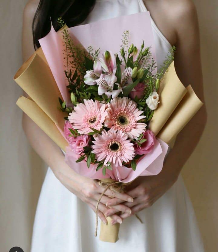 Karangan Bunga Tangan Hand Bouquet 037