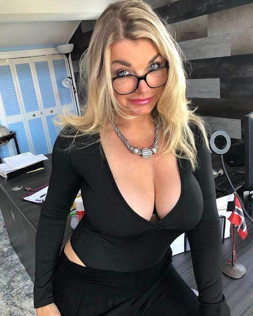 Vicky Vette Hot & Sexy Pics