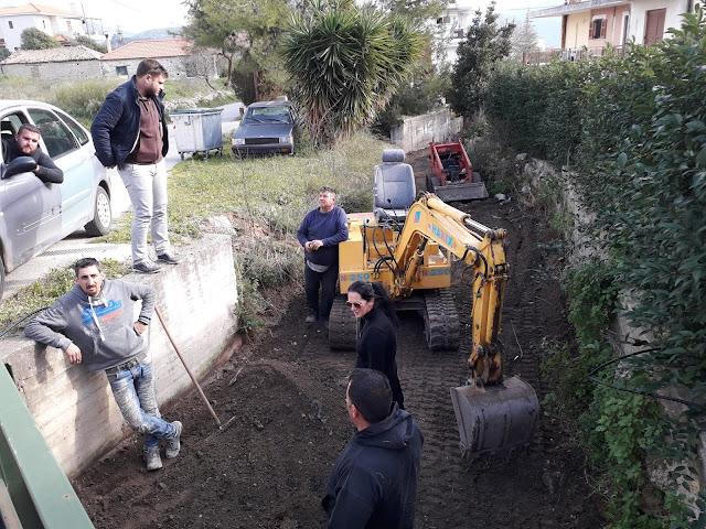 Καθαρίζουν ρέματα στον Δήμο Επιδαύρου