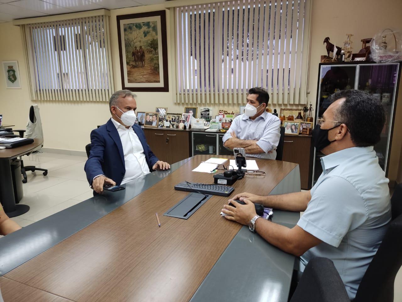 Prefeito e Secretário de Agricultura participam de reunião na SDA para tratar de assuntos relacionados ao desenvolvimento da agricultura no município