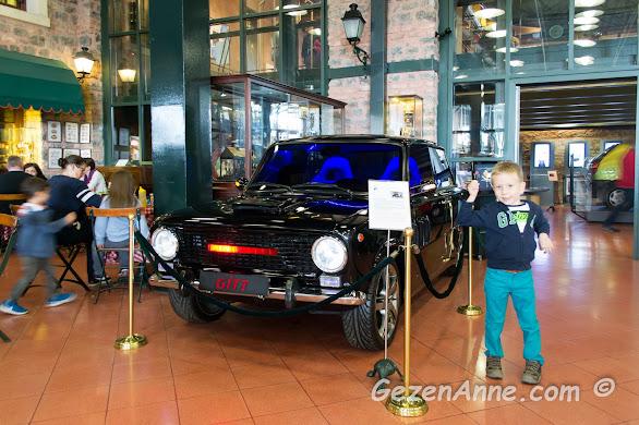 Rahmi Koç müzesi klasik araba koleksiyonun gezerken
