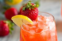 Strawberry Lemonade #healthydrink #easyrecipe #cocktail #smoothie