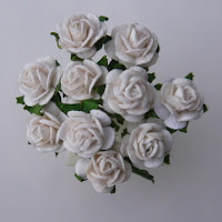 https://www.scrapek.pl/pl/p/Kwiat-Roza-Biala-10mm-10-szt./1935