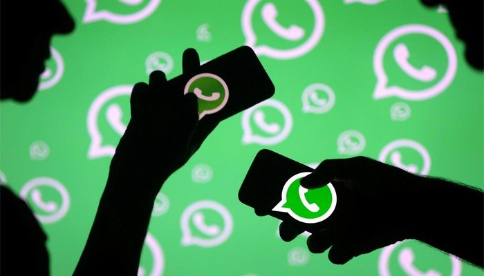 """WhatsApp is working on a feature that allows the app to change """"some colors"""""""