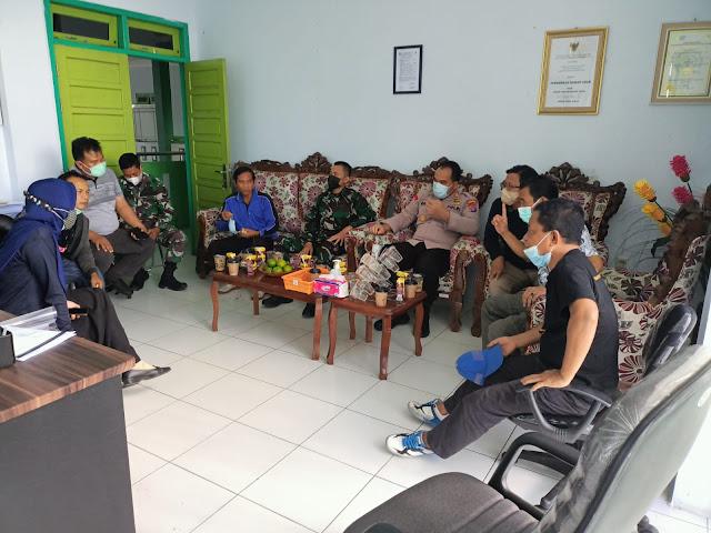 Kapolsek Baamang hadiri Rapat Pembahasan Ruang Isolasi Mandiri untuk Pasien Covid-19 di Wilayah Kecamatan Baamang