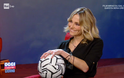 Francesca Fialdini foto pallone in mano