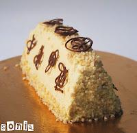 Pirámide de chocolate y crema de mango