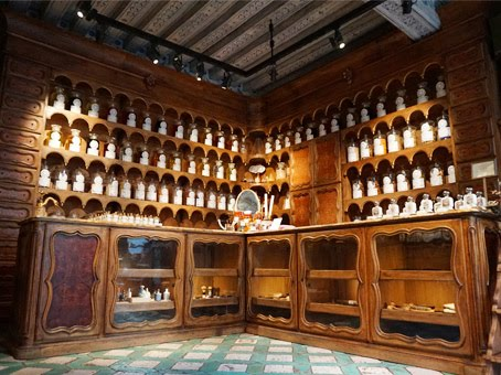 Apothecary store in Paris