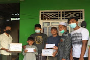 Pemuda Majlis Taklim Al-Mustarsyidin Santuni Anak Yatim Secara Dor to Dor