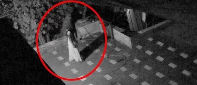 Seorang Wanita Berbaju Tidur Terekam CCTV Masjid, Ini Kelakuannya?