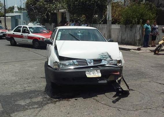 Patrullero provoca accidente
