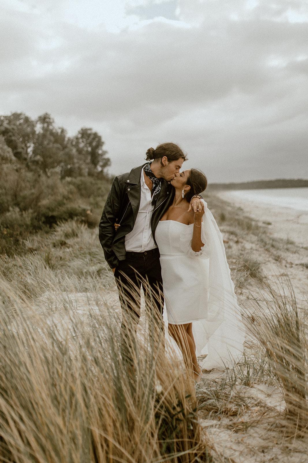 images by hayley rafton photo fun beach elopement inspiration shoot karen willis holmes floral styling