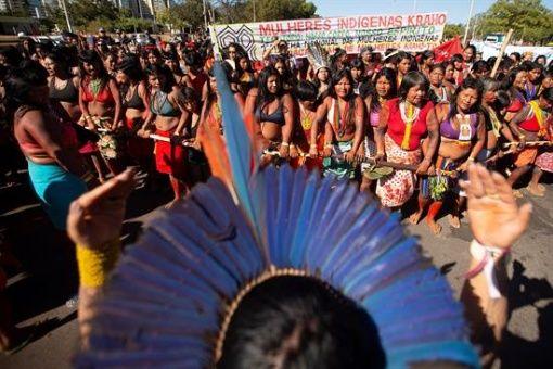 Mujeres indígenas ocupan Ministerio de Salud en Brasil para defender sus derechos