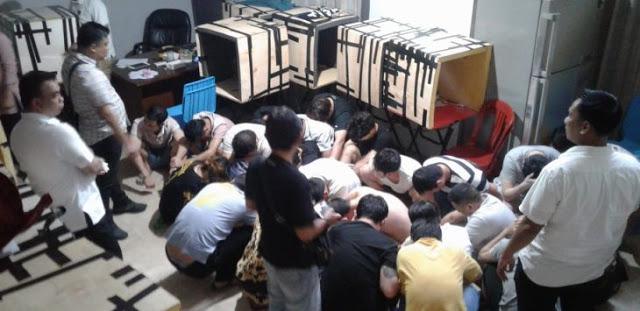 Video Menegangkan, Detik-detik Polisi Menggerebek Markas Penipuan WN Cina di Jakbar