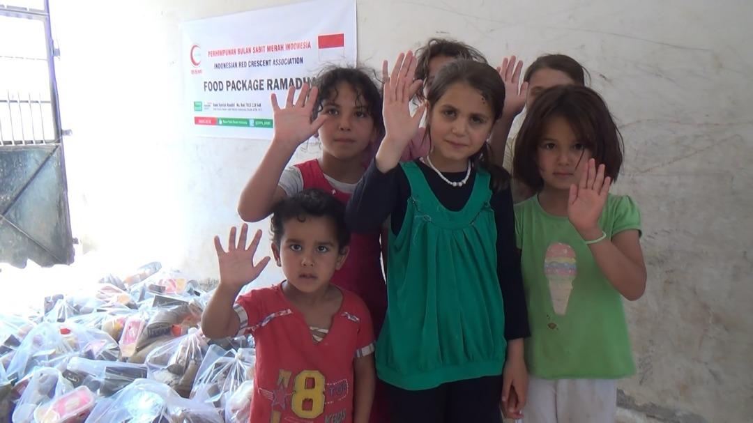 Jelang Idul Fitri, BSMI Beri Paket Sembako Masyarakat Suriah