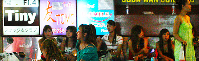 Thaniya Plaza Girls sexy Street Party