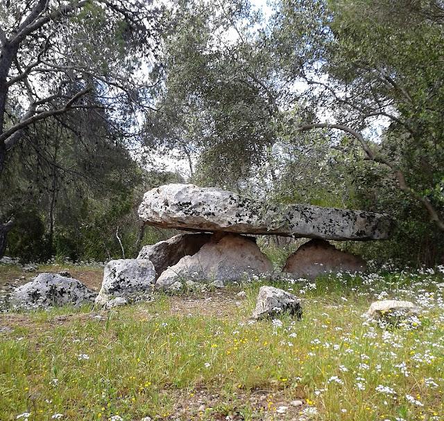 Storie di viaggi di Around me blog di Maria Millarte - il dolmen