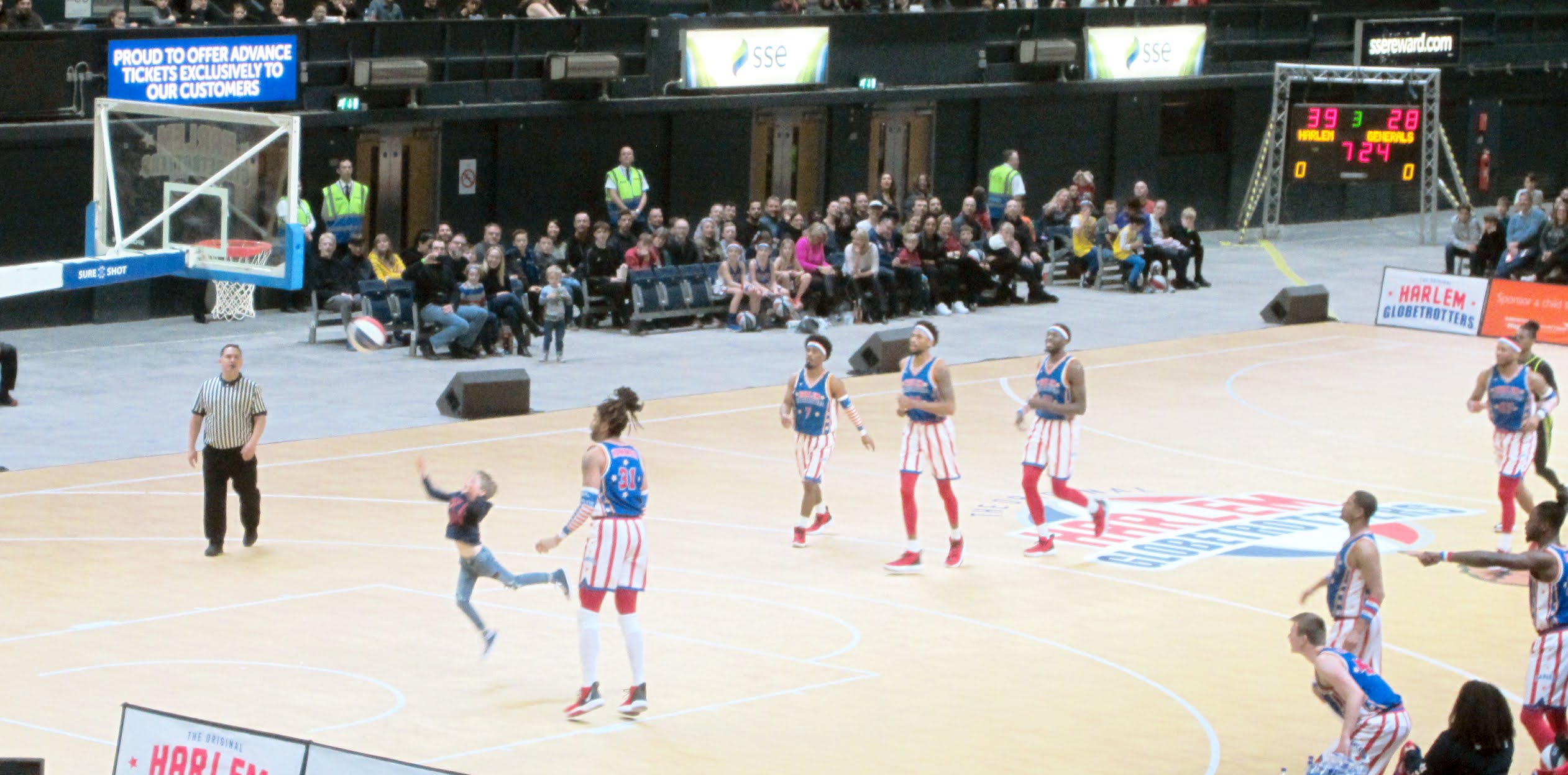 Crowd member takes a shot during the Harlem Globetrotters game