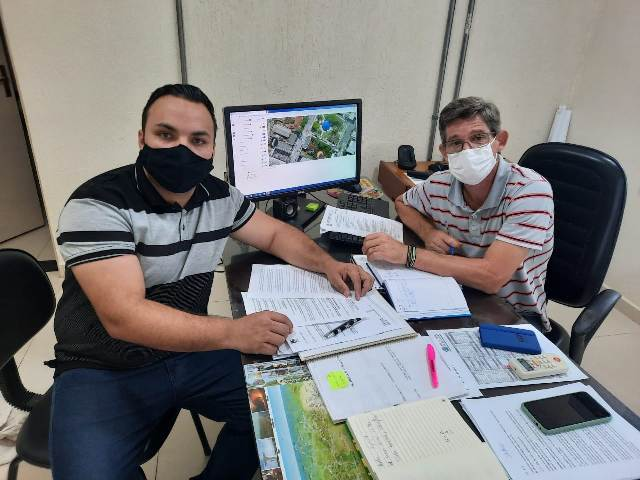 VEREADOR FABIO TATU SOLICITA PROVIDÊNCIAS PARA PROBLEMAS COM ASFALTO E TERRENOS BALDIOS