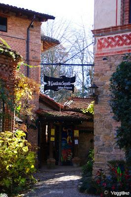 Scorcio pittoresco del borgo medievale di Grazzano