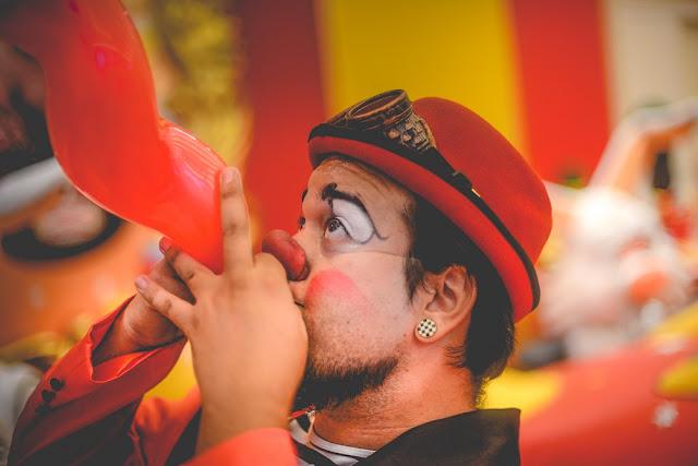 Palhaço de Humor e Circo para festa infantil de tamanho reduzido.